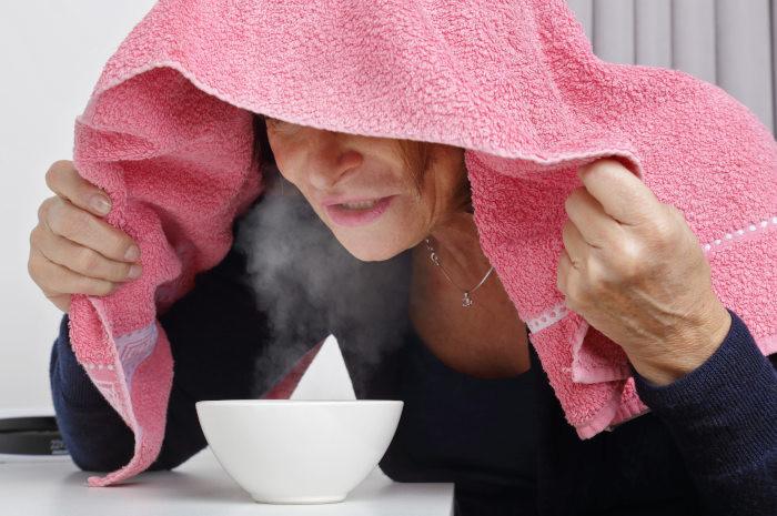 Jak wykonać inhalacje z soli fizjologicznej w domu?