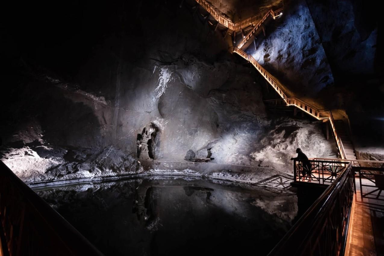 Υπόγεια Λίμνη και Σκάλες στο αλατωρυχείο Βιελίτσκα