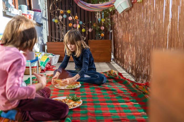 Co robić z dziećmi w domu? 5 pomysłów na wakacje w domu